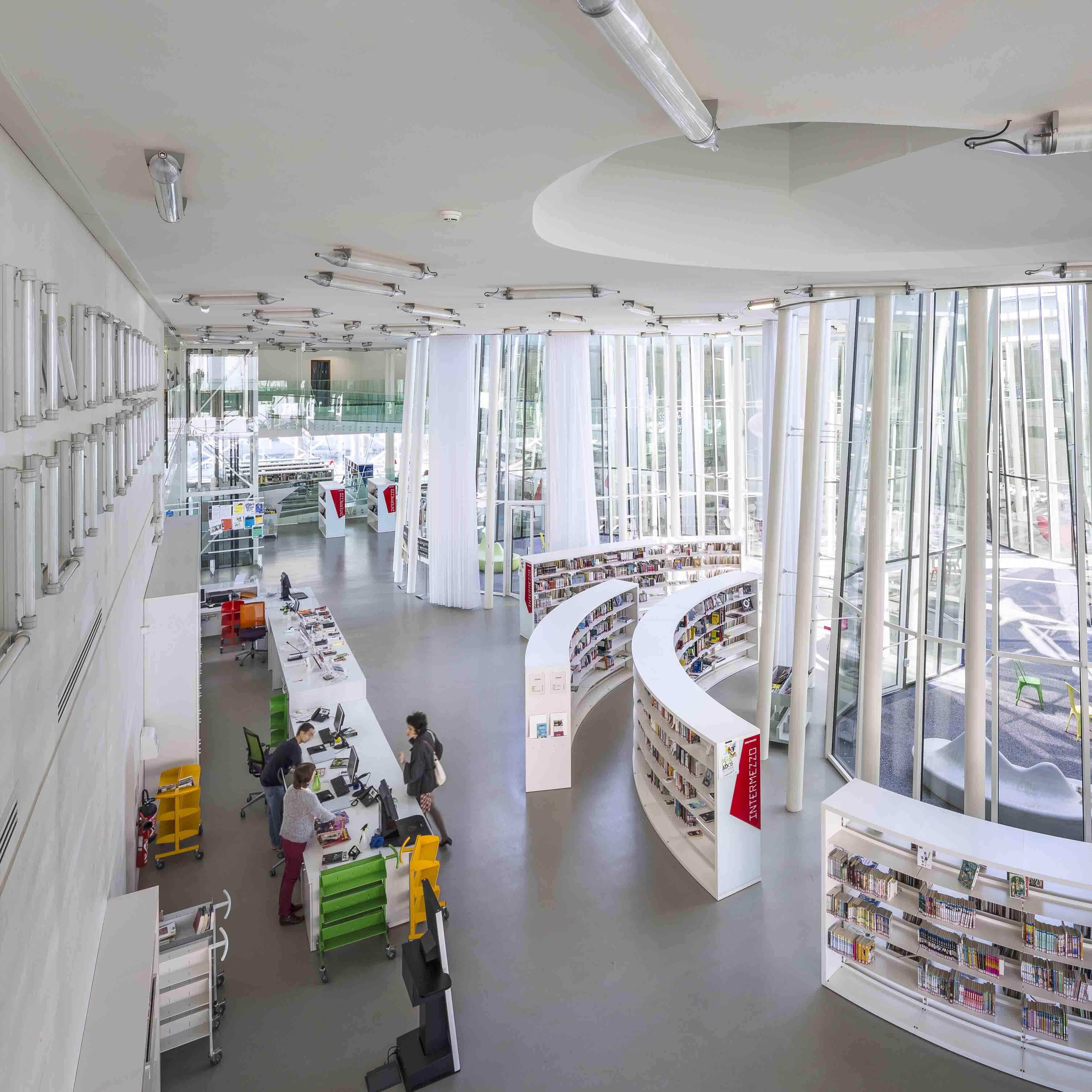 Das gl serne wissen architektur online for Design schule