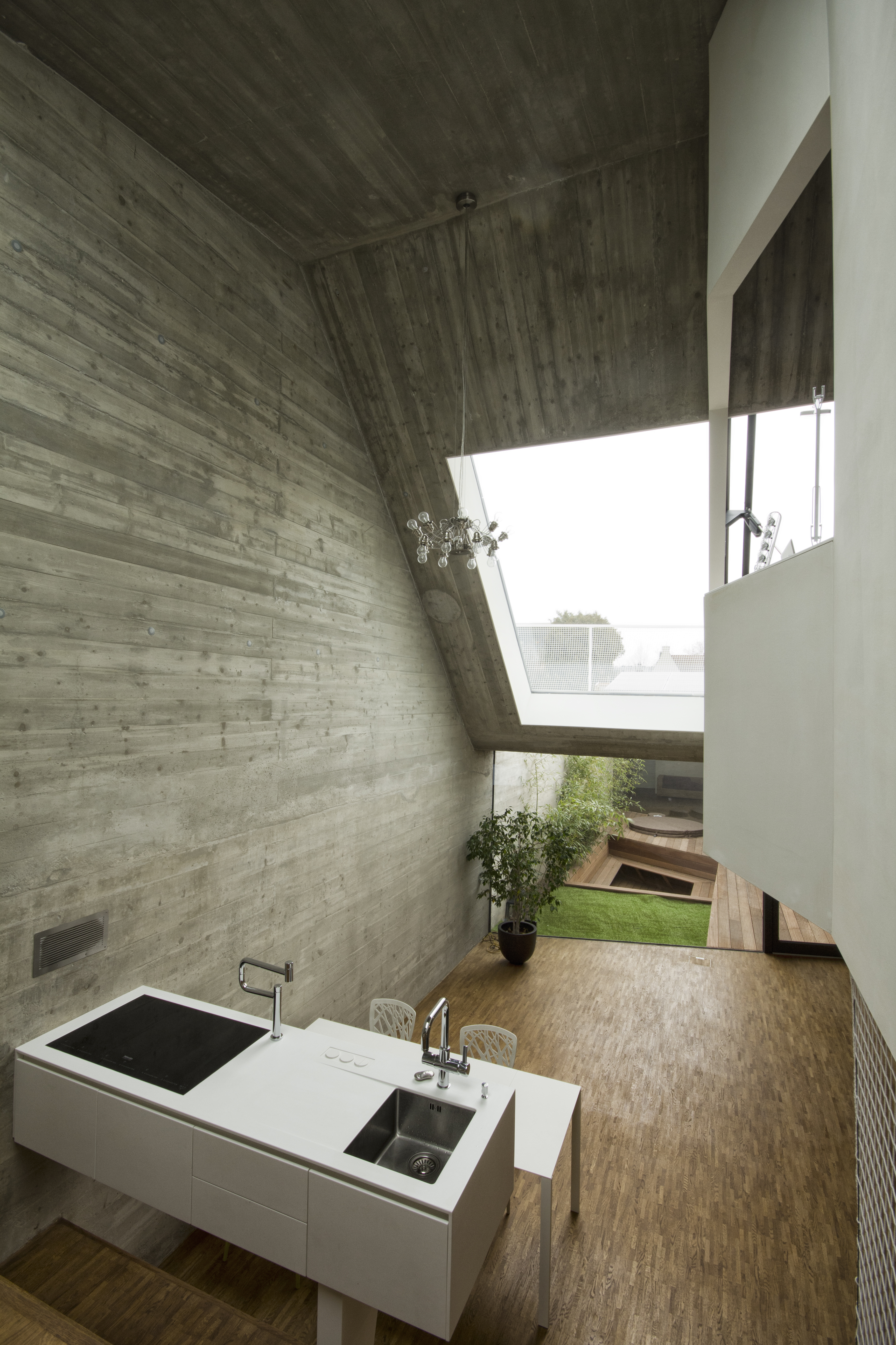 white cube mit urbaner dichte architektur online. Black Bedroom Furniture Sets. Home Design Ideas