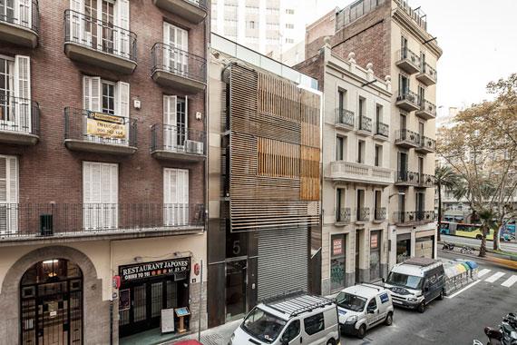 Barcelona Wohnen wohnen hinter holzlammellen architektur architektur