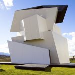 Eine Skulptur mit ultrakompakter Oberfläche