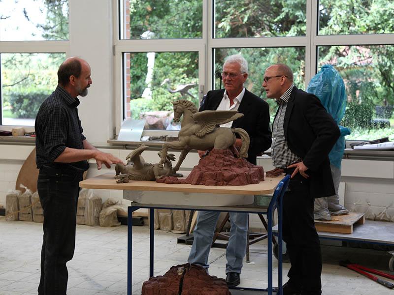 Pegasus & Dragon im Gulfstream Park, Miami, USA: Kunstgießerei Strassacker realisiert weltweit größte Pferdeskulptur in Bronze
