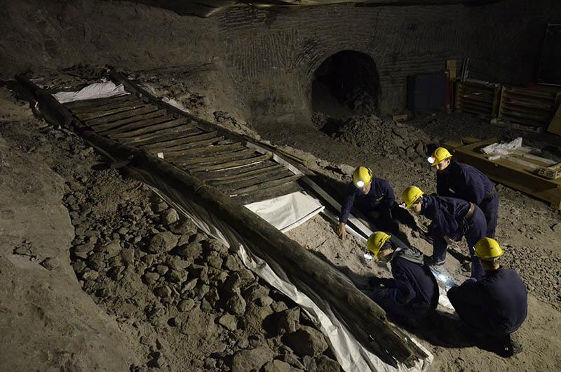Großraumvitrine für die älteste Holztreppe Europas im Salzbergwerk Hallstatt
