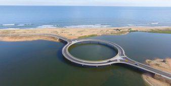 Neue Brücke für Lagune von Garzon