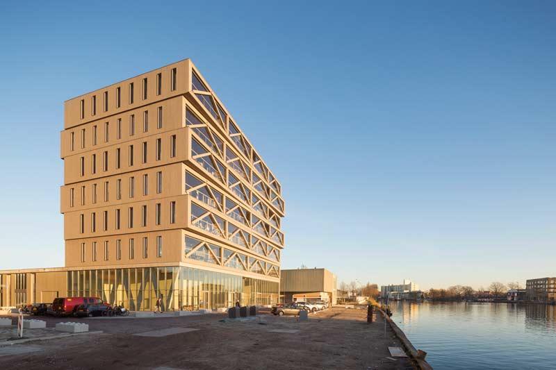 Holzbau architektur  Ein imposanter Holzbau - Patch22 - architektur-online ...