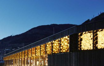 Blech an der Fassade – MPREIS Supermarkt