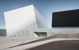 Wie Tag und Nacht – Complexe sportif Saint-Laurent