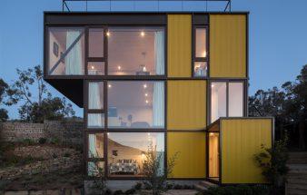 Ein Stück aus Tetris – Haus aus gelben Kuben