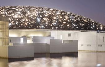 Der klimatisierte Louvre Abu Dhabi