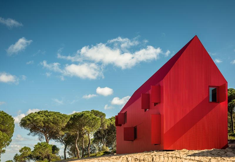Reines Rot - House 3000 in Portugal - architektur-online