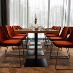 Menschen, Möbel und Hotels – Hilton Garden