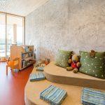 Beton-Optik als dekorativer Kontrapunkt –  VS Hallwang