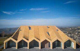 Satteldach und Gewölbe – Niha House