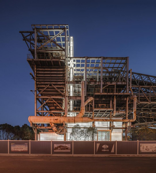 11_north-facade-night-view