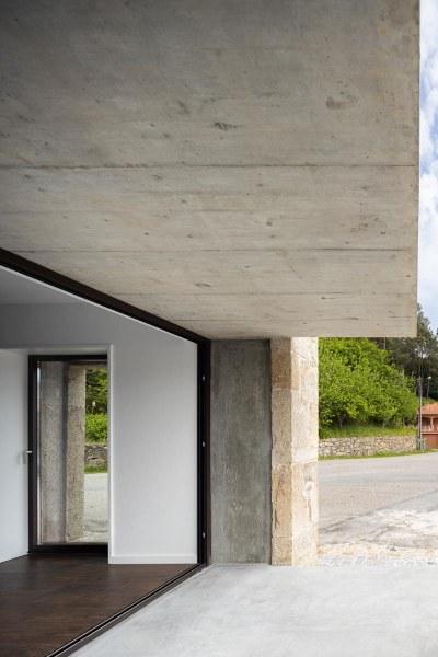 Moradia Box em Paredes de Coura do Arquitecto Tiago Sousa e fotografia de Ivo Tavares Studio