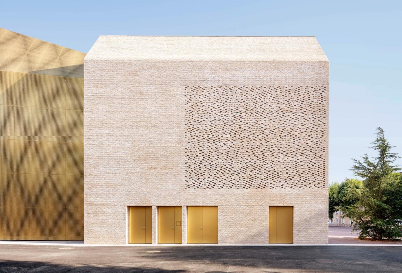 CCA_01_north-facade-of-the-cinema-photo-Luc-Boegly