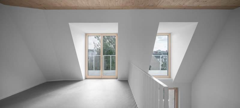 Holz-Aluminium-Fenster-Maisonette-Wohnung-Eisberg-rundzwei-Architekten-Berlin-Foto-Gui-Rebelo-WHS66_080