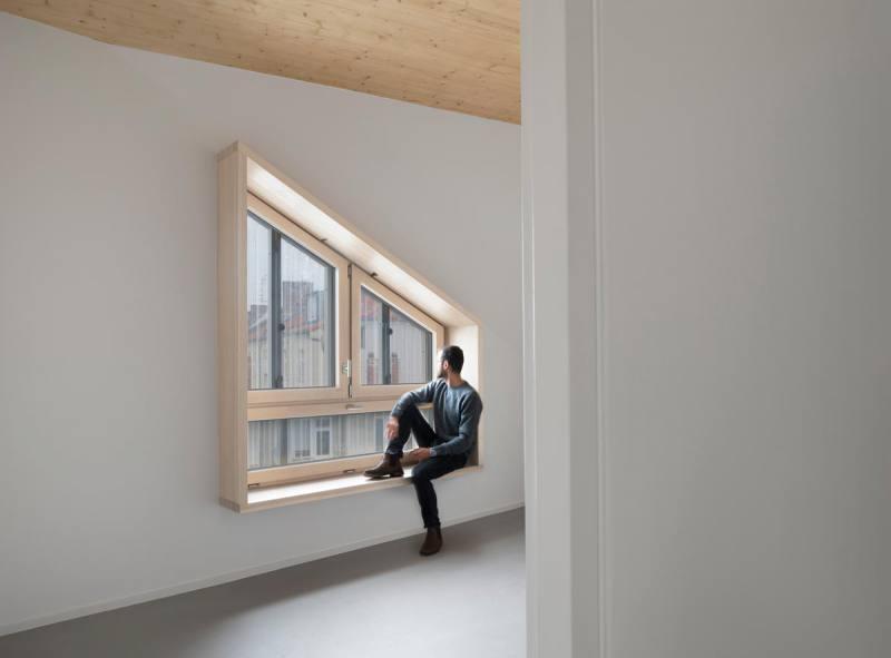 Sitzfenster-Holz-Wohnhaus-Eisberg-rundzwei-Architekten-Berlin-Foto-Gui-Rebelo-WHS66_191