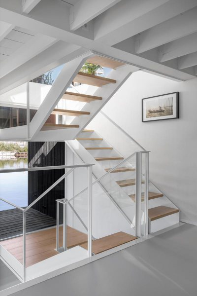 065-HR-04_Floating_Home_Schoonschip_residential_interior_stair_i29