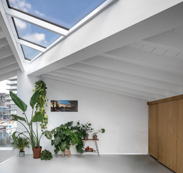 065-HR-10_Floating_Home_Schoonschip_residential_interior_roof_opening_i29