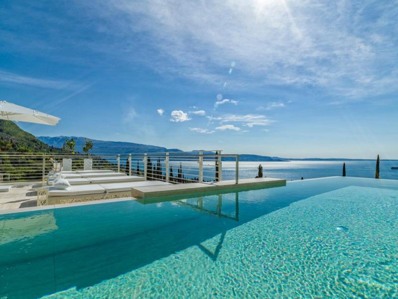 Eden_Reserve_Hotel__Villas_Villa_Richard_Meier_Pool