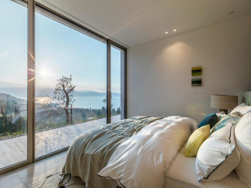 Eden_Reserve_Hotel__Villas_Villa_Sphere_Ovest_Bedroom_Lake_View
