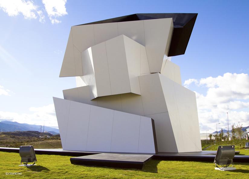 Skulptur die eine polyzentrische Spirale darstellt.