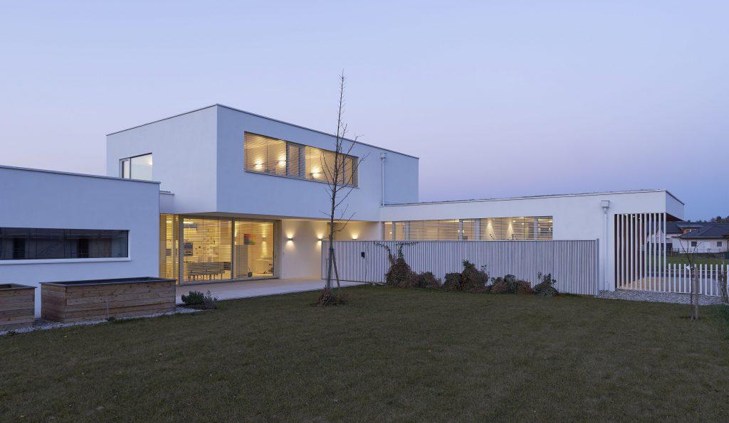 Hausanlage in weiß von Außen