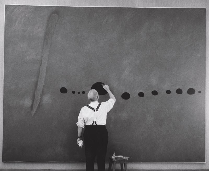 Schirn_Miro_bei_der_Arbeit_an_Blau_II_1961