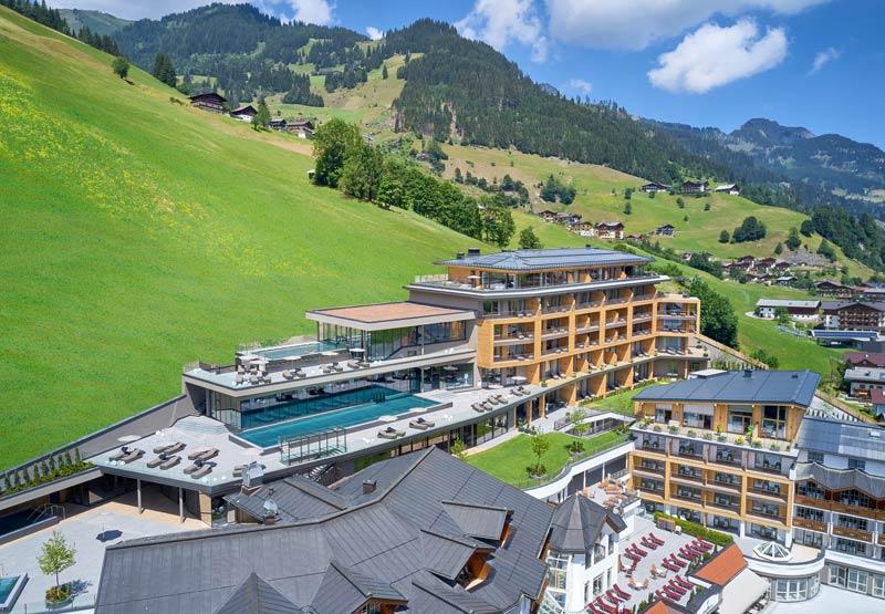 DAS-EDELWEISS-Salzburg-Mountain-Resort_Aussenansicht-r-Michael-Huber-(1)