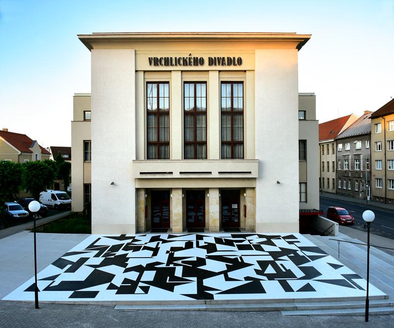 Vorplatz des Vrchlický-Theater in Louny
