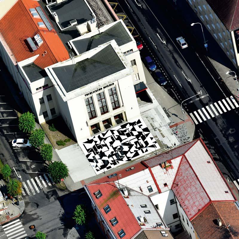 Luftaufnahme des Vorplatzes des Vrchlický-Theater in Louny