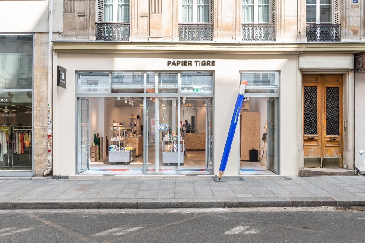 Papier Tigre in Paris Cent15 architecture
