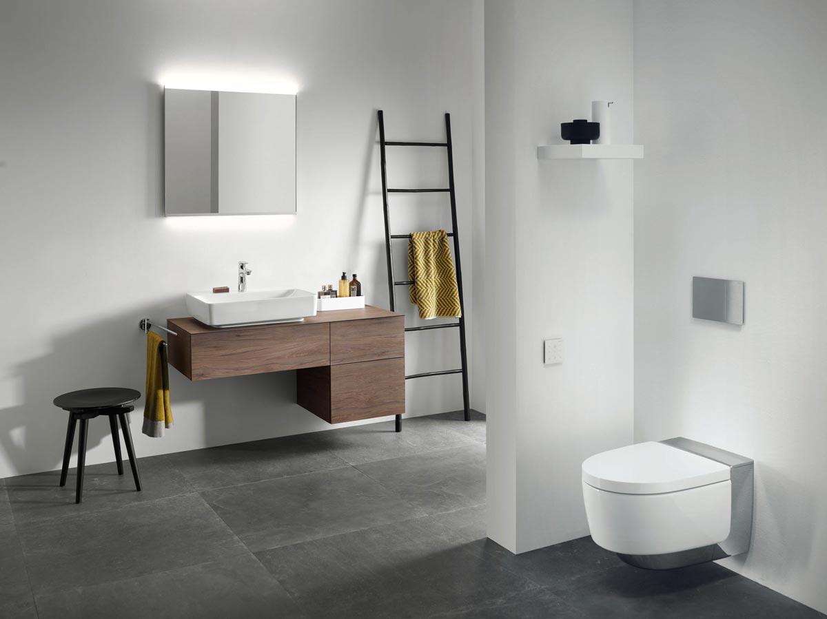 VariForm Badmöbel mit passenden Aufsatzwaschtischen von Geberit lassen sich perfekt mit dem Option Plus Spiegel kombinieren.