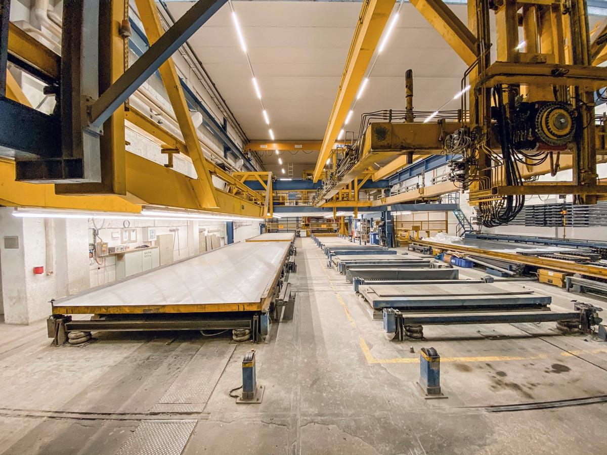 Vorgefertigte Bauteile ermöglichen ein effizientes und kostengünstiges Bauen, können durch den Einsatz moderner Robotertechnologie noch präziser und schneller gefertigt werden
