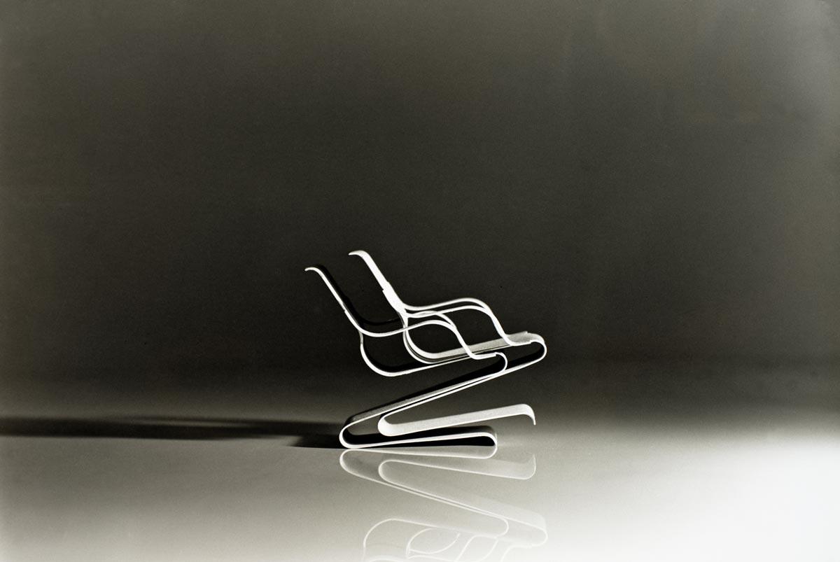 Egon Rainer, Prototyp eines stapelbaren Freischwingers mit und ohne Armlehne, ausführbar aus veredeltem Federstahl, Aluminium oder Schichtholz Entwurf 1966