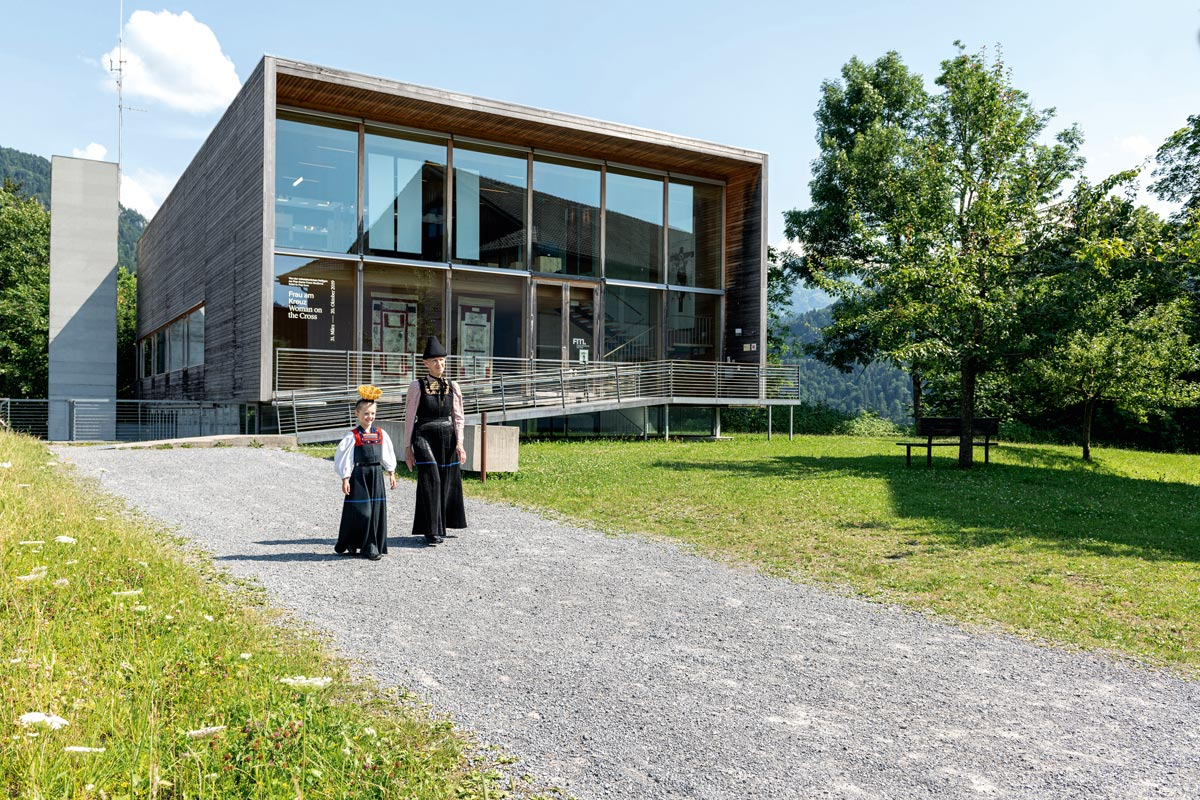Architektur im Bregenzerwald - Frauenmuseum Hittisau von den Architekten Andreas Cukrowicz und Anton Nachbaur-Sturm