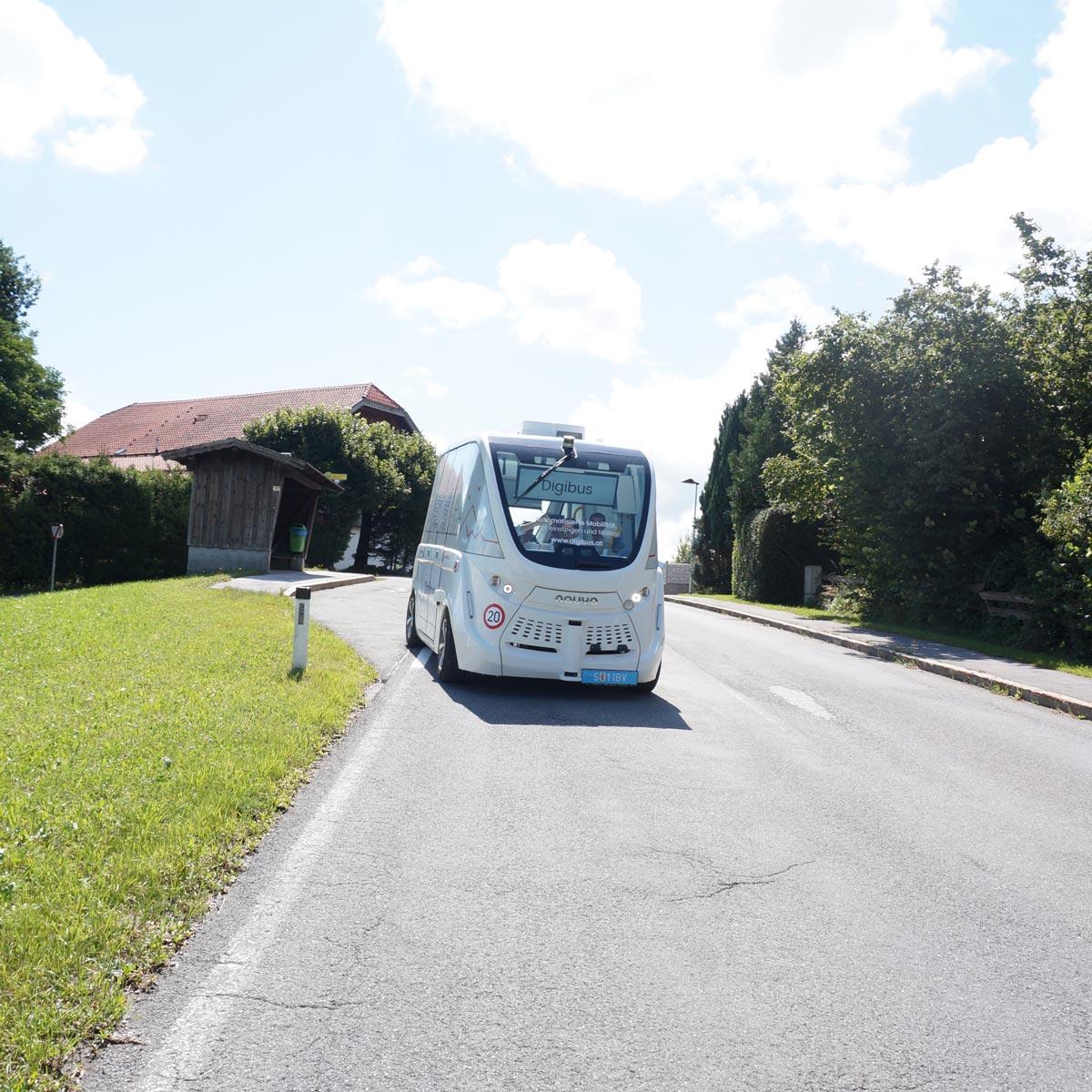 Digibus - Erste Tests für selbstfahrende Autos haben in Österreich in Koppl nahe Salzburg stattgefunden.