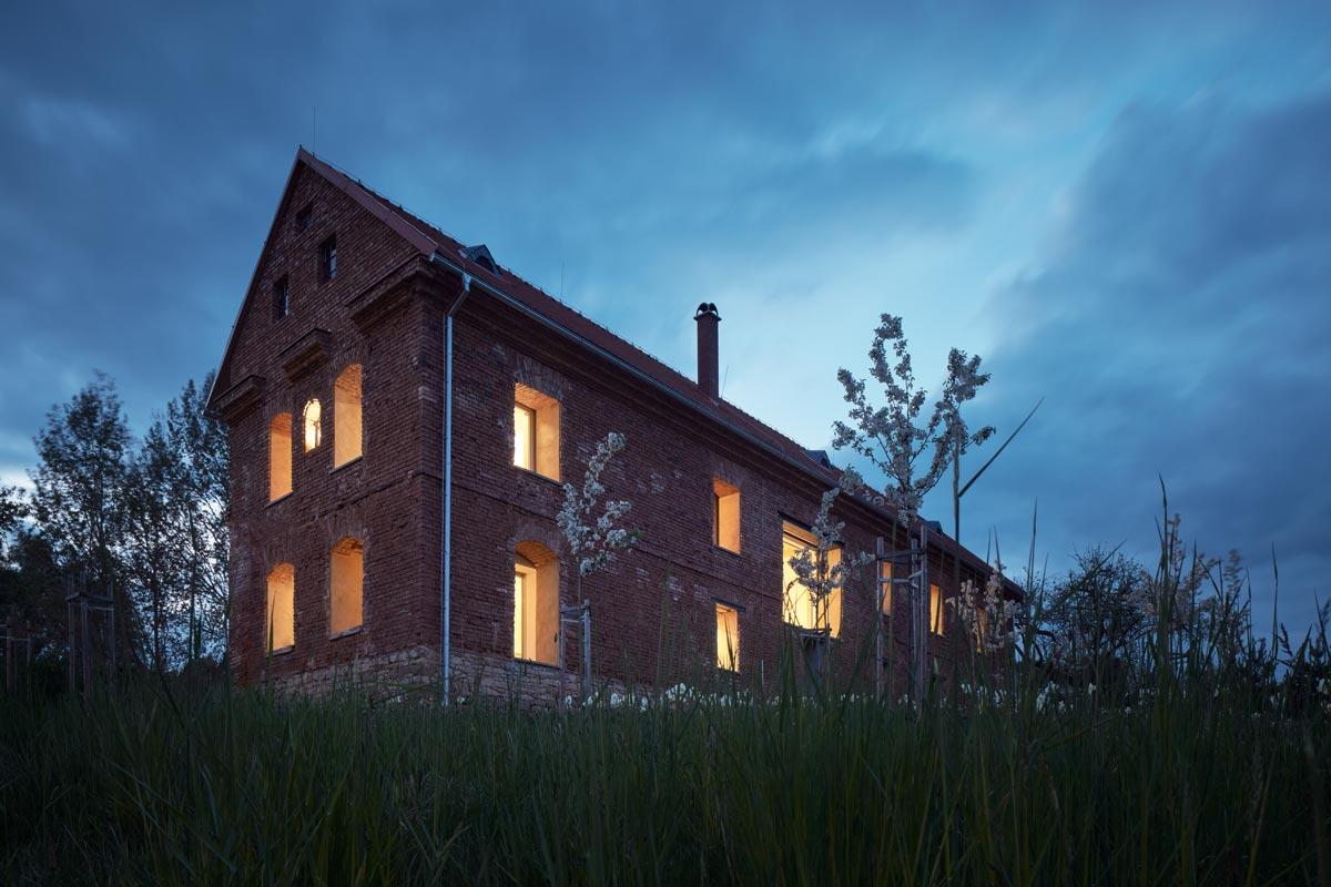 Haus in einer Ruine von ORA