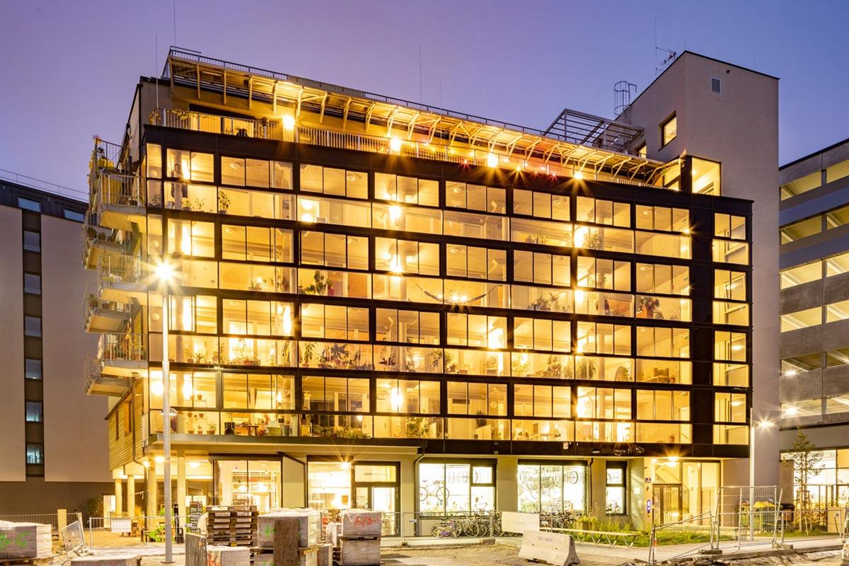 Klimaschutz Architektur - Bikes and Rails im Sonnwendviertel nahe dem Wiener Hauptbahnhof