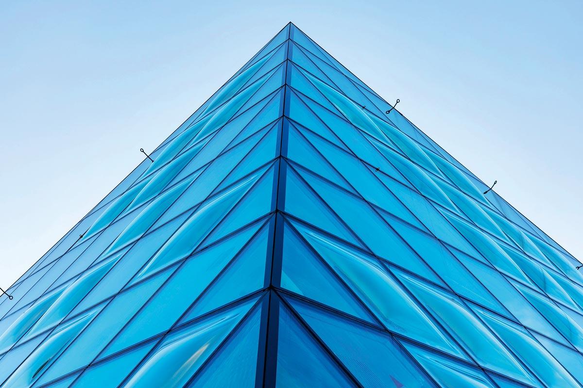 Edgetech Abstandhaltersystem für komplexe Fassaden