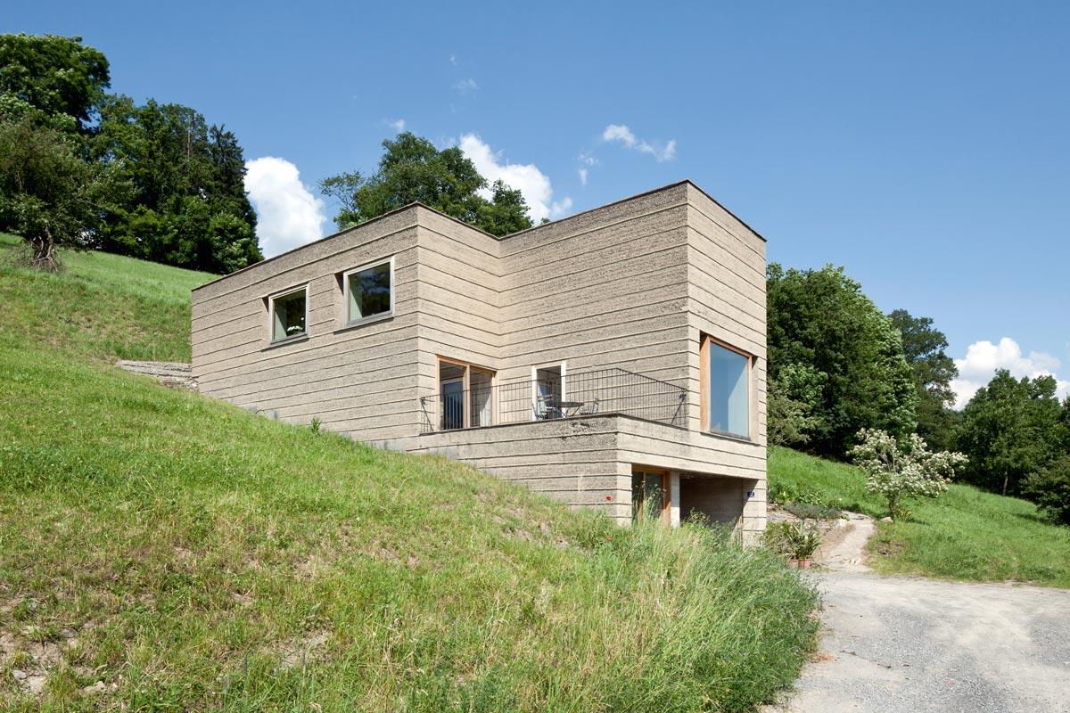 Lehmbau - Vor mittlerweile fast 15 Jahren baute Martin Rauch sein eigenes Wohnhaus in Vorarlberg aus Stampflehm.