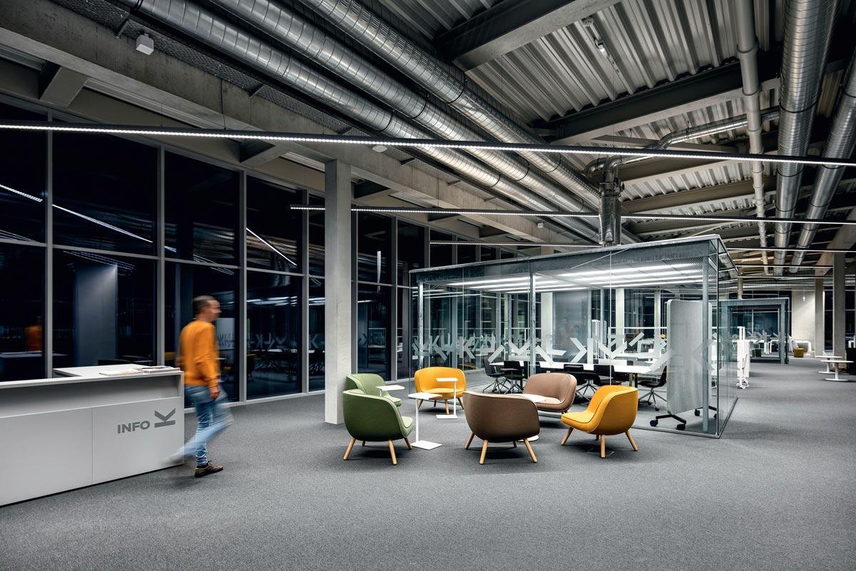 Johannes Kepler Universität - Das JKU Learning Center mit Lounge-Zonen und verschiedenen Kommunikationsbereichen