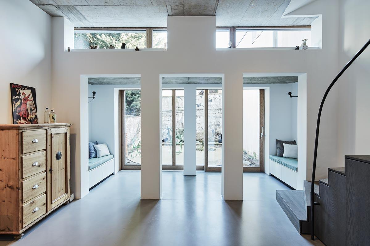 Für ein Paar konzipierte das Büro rethmeierschlaich architekten in Kooperation mit Stefan Nix-Pauleit ein maßgeschneidertes Stadthaus in Köln.