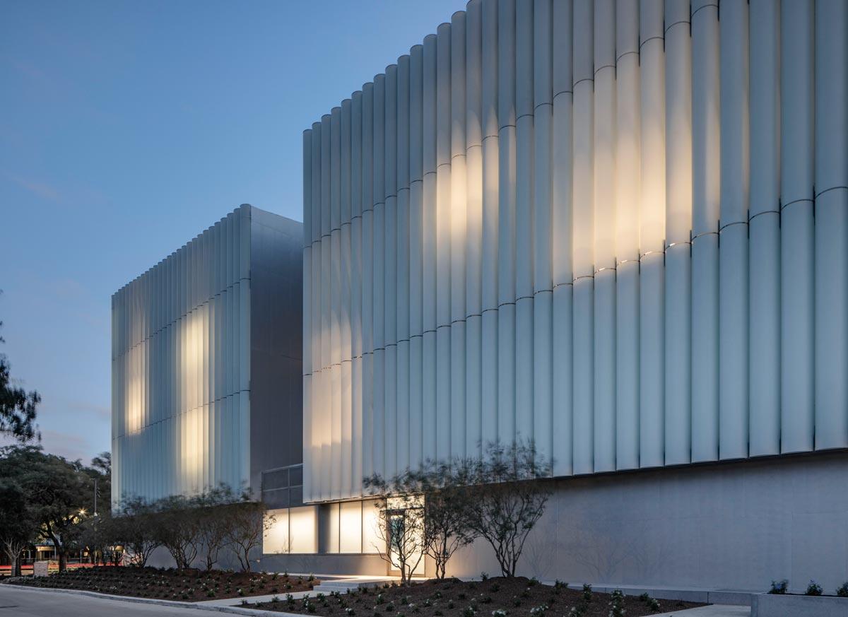 Steven Holl Architects erweiterten das Museumsviertel in Houston um einen neuen Kulturbau, dem Nancy and Rich Kinder Building.