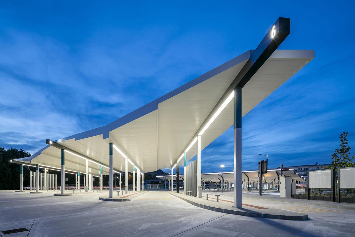 """iF DESIGN AWARD 2021: Bus Terminal Nitra, Preisträger in der Kategorie """"Architecture"""" aus Nitra, Tschechien."""