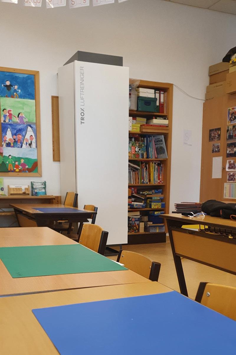 TROX Luftreiniger in einem Klassenraum der Volksschule Deutsch-Wagram