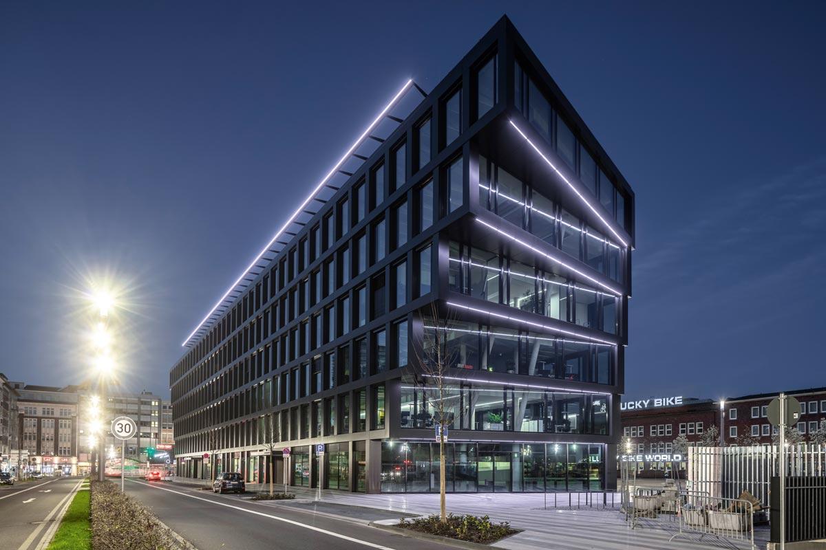 Mit dem Mercator One ist in Duisburg Deutschlands erstes Gebäude mit einer Fassade aus dem recycelten End-of-Life Aluminium Hydro CIRCAL entstanden.