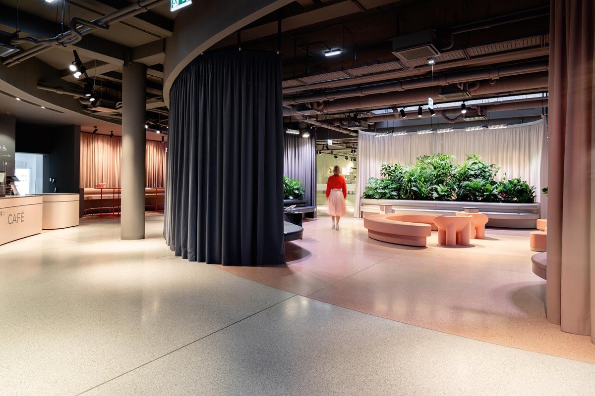 Im neu gestalteten Servicetreff der Wiener Stadtwerke finden die Schnittstellen zwischen Kunden und Dienstleister für gleich fünf städtische Unternehmen Platz.