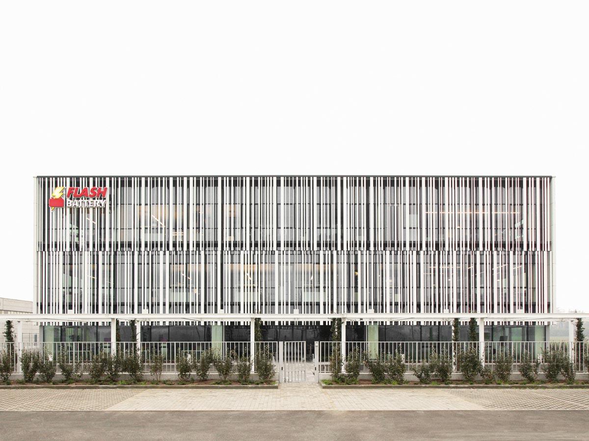 Studio Bocchi zeichnen für das neue Headquarter von Flash Battery – einem aufstrebenden Start Up im Bereich der Lithiumbatterieproduktion – verantwortlich.